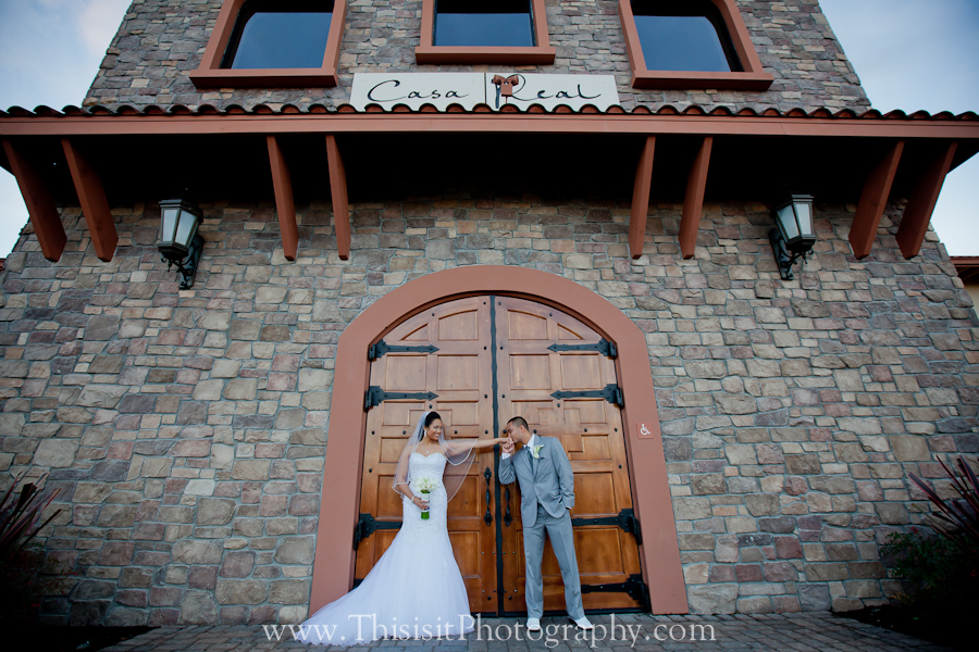 bride and groom photos of pleasanton wedding photographer in Casa Real